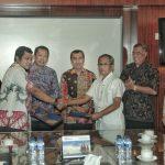 Bupati Siak Drs H Syamsuar MSi, menyaksikan penanda tanganan join venture