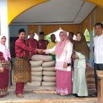Program Jum'at Barokah Berikan Bantuan Ke SMAN 1 Kandis