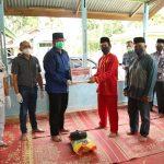 Peduli Warga Terdampak Covid 19, PT IKS Serahkan Bantuan Sembako di Kampung Pinang Sebatang Timur.