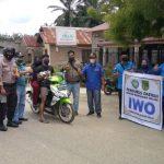 Libatkan Dewan dan Camat, IWO Rohil bagi-bagi masker polda Riau di Basira.