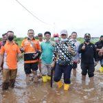 Pemkab Siak Berikan 100 Paket Sembako Untuk Korban Banjir di Kampung Teluk Lanus