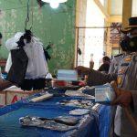 Kapolres Siak Tinjau Pasar Belantik Raya Sembari Membagi bagikan Masker