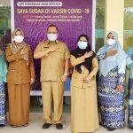 Bupati Irwan Canangkan Vaksinasi Covid-19 di Kepulauan Meranti, 500-an Nakes Telah Jalani Vaksinasi Tahap Pertama
