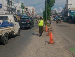 Antisipasi Kemacetan di Bulan Ramadhan, SatLantas Polsek Bagan Sinembah Pasang Traffic Cone di Pajak Baru