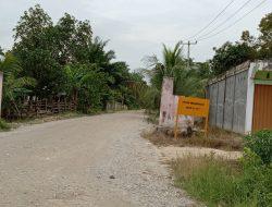Janji Pengaspalan dijalan Simpang Astra Tak Jelas ,Hanya Plang Proyek Saja Berdiri