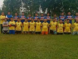 Dalam Rangka Ajang Silaturahmi, KSOP Kelas II Tanjung Buton Adu Kekuatan dengan AWAM di Lapangan Hijau